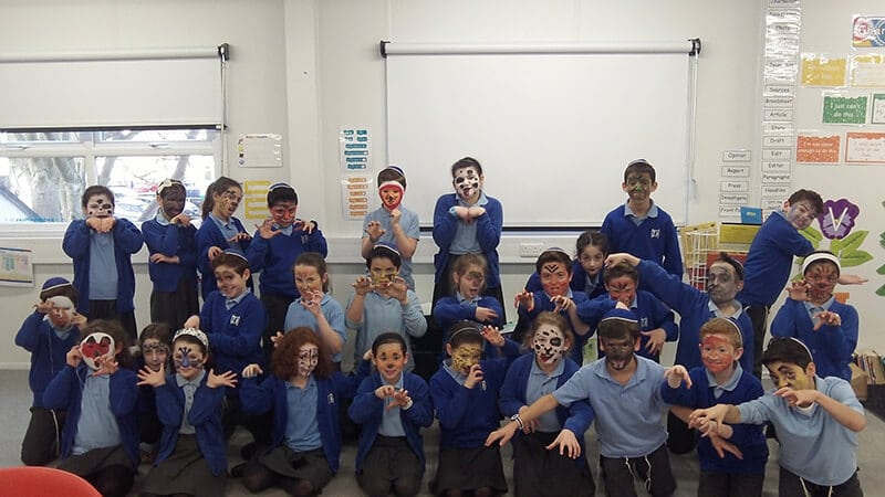 Sacks Morasha pupils trying out face paint