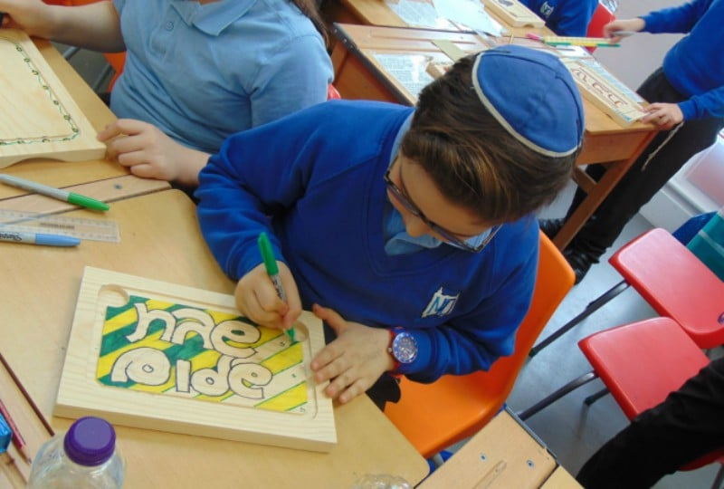 Year 5 decorate Challah boards