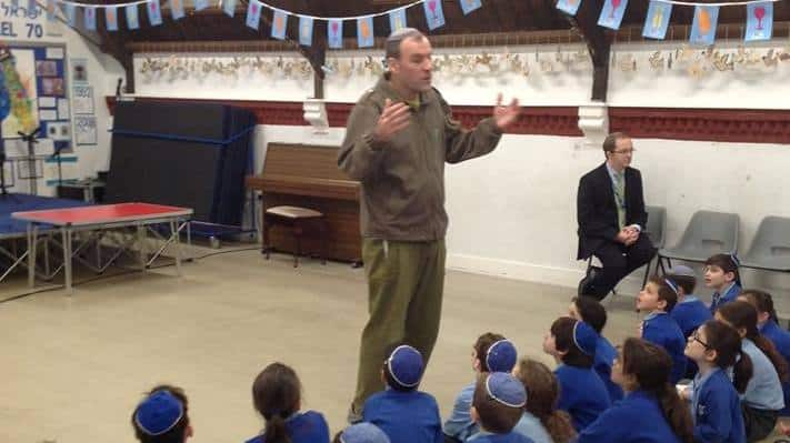 Rabbi Hammer talks to KS2 at Sacks Morasha